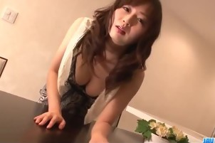 Japanese woman gets penetrated and creampied.