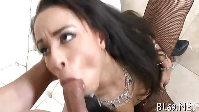Cunt of a dark babe gets rammed