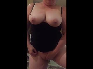 milf masturbation and sucking
